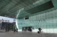 Nederland - Amsterdam - 2020. Het IJdock ( IJdok ) met het Paleis van Justitie.  Foto ANP / HH / Berlinda van Dam