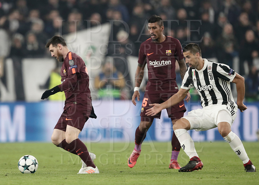 Football Soccer: UEFA Champions League Juventus vs FC Barcelona Allianz Stadium. Turin, Italy, November 22, 2017. <br /> FC Barcelona's Lionel Messi (l) in action with Juventus' Sami Khedira (r) and FC Barcelona's Paulinho (c) during the Uefa Champions League football soccer match between Juventus and FC Barcelona at Allianz Stadium in Turin, November 22, 2017.<br /> UPDATE IMAGES PRESS/Isabella Bonotto