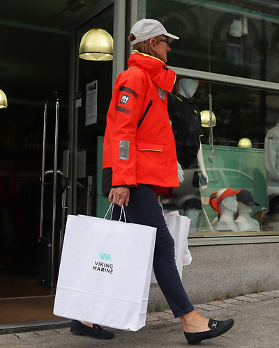 A happy Viking Marine shopper availing of the click and collect service at Dun Laoghaire Harbour