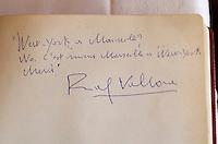 """Europe/France/Provence-Alpes-Côte d'Azur/13/Bouches-du-Rhône/Marseille: Détail du livre d'or du restaurant """"New-York"""" dans les années 1960 - autographe de Ralf Vallone"""