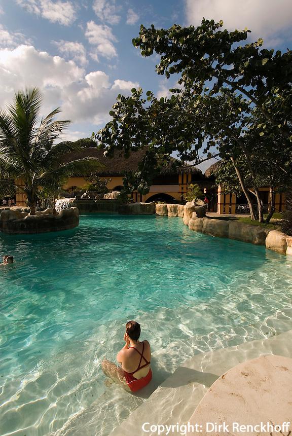 Dominikanische Republik, Pool des Hotel Azzurro Clab am Strand von Cabarete