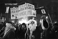 - Milano, dicembre 1982, fiaccolata di Natale in difesa del posto di lavoro<br /> <br /> - Milan, December 1982, Christmas candlelight vigil in defense of the workplace