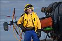 Premier maître Sylvain Derency.<br /> « Chien jaune » Chef du pont d'envol.<br /> LES GARS DU PONT D'ENVOL