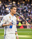 Cristiano Ronaldo of Real Madrid spits water prior to the La Liga match between Real Madrid and Granada CF at the Santiago Bernabeu Stadium on 07 January 2017 in Madrid, Spain. Photo by Diego Gonzalez Souto / Power Sport Images