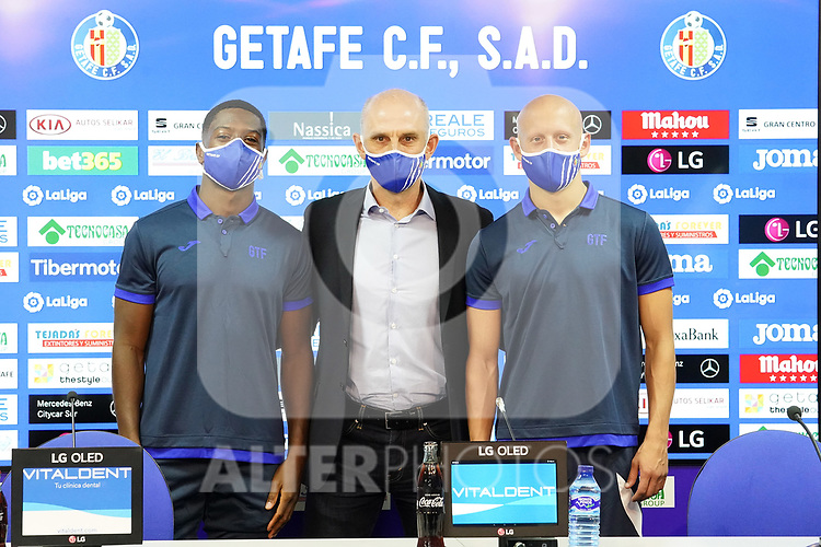 Getafe CF's new players Victor Mollejo (r) and Abdoulay Diaby (l) with the General Manager Angel Martin during their official presentation. October 7, 2020. (ALTERPHOTOS/Acero)