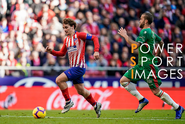 Antoine Griezmann of Atletico de Madrid (L) is followed by Victor Laguardia Cisneros of Deportivo Alaves during the La Liga 2018-19 match between Atletico de Madrid and Deportivo Alaves at Wanda Metropolitano on December 08 2018 in Madrid, Spain. Photo by Diego Souto / Power Sport Images