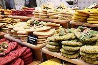 Nederland - Amsterdam - Januari 2019.  HORECAVA. Er zijn dit jaar veel gezonde, vegetarische en vegan producten te zien en te proeven. Boboli focaccia gemaakt met groenten zoals bloemkool en bietjes.   Foto Berlinda van Dam / Hollandse Hoogte