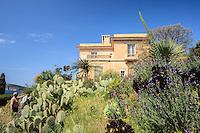 Le Domaine du Rayol:<br /> l'Hôtel de la Mer et le jardin des Canaries.