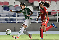 CALI - COLOMBIA, 30-08-2019: Gisela Robledo del América disputa el balón con Daniela Tamayo de Nacional durante partido por los cuartos de final vuelta de la Liga Femenina Aguila 2019 entre América de Cali y Atlético Nacional jugado en el estadio Pascual Guerrero de la ciudad de Cali. / Gisela Robledo of America struggles the ball with Daniela Tamayo of Nacional during second leg match for the quaterfinals as part of Aguila Women League 2019 between America de Cali and Atletico Nacional played at Pascual Guerrero stadium in Cali. Photo: VizzorImage / Gabriel Aponte / Staff