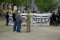 """Am Montag den 13. Mai 2013 wurden drei polnische Saisonarbeiter in Kremmener Ortsteil Staffelde von Einwohnern als vermeintliche Einbrecher verfolgt, geschlagen, gefesselt und verschleppt. Auch nach dem die Frau dem Einbruchhaus den Verfolgern mitteilte, dass die Vertragsarbeiter nicht die Einbrecher seien, liessen die Maenner nicht von ihren Opfern ab. Der Buergermeister der Gemeinde Kremmen und die Stadtverordneten verurteilten den Angriff auf die Polen als rassistische Tat.<br />Am Dienstag den 21. Mai 2013 kamen Mitglieder antirassistischer Gruppen und Fluechtlinge aus Berlin nach Kremmen um mit einer Kundgebung ihren Unmut ueber diese rassistische Tat zum Ausdruck zu bringen.<br />Im Bild: Ein Stadtverordneter der Linkspartei """"Die LINKE."""" mit Muetze, haette gerne zu den Demonstranten aus Berlin gesprochen und seine Sicht und die die Sicht seiner Partei zu dem Uebergriff erklaeren. Da er den Uebergriff mit der Alkoholisierung der Taeter entschuldigte und u.a. den Uebergriff nicht rassistisch bezeichnete, wurde ihm das verwehrt.<br />21.5.2013, Kremmen<br />Copyright: Christian-Ditsch.de<br />[Inhaltsveraendernde Manipulation des Fotos nur nach ausdruecklicher Genehmigung des Fotografen. Vereinbarungen ueber Abtretung von Persoenlichkeitsrechten/Model Release der abgebildeten Person/Personen liegen nicht vor. NO MODEL RELEASE! Don't publish without copyright Christian-Ditsch.de, Veroeffentlichung nur mit Fotografennennung, sowie gegen Honorar, MwSt. und Beleg. Konto:, I N G - D i B a, IBAN DE58500105175400192269, BIC INGDDEFFXXX, Kontakt: post@christian-ditsch.de<br />Urhebervermerk wird gemaess Paragraph 13 UHG verlangt.]"""
