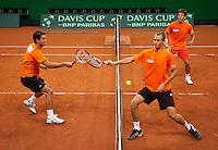 16-9-09, Netherlands,  Maastricht, Tennis, Daviscup Netherlands-France, Training, l.n.r.: Jesse Huta Galung,thiemo de Bakker, en Igor Sijsling gaan de strijd aan met elkaar