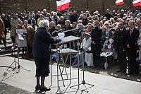 Mehrere hundert Menschen kamen zur Feierlichkeit anlaesslich des 71. Jahrestages der Befreiung des Frauen-Konzentrationslagers Ravensbrueck, unter ihnen auch der stellv. Außenminister Griechenlands, Nikos Xydakis. <br /> Von den ueber 120.000 Frauen und 20.000 Maennern, die im Nationalsozialismus in dem Konzentrationslager inhaftiert waren leben 71 Jahre nach der Befreiung durch die Rote Armee nur noch 160. Ueberlebenden aus Frankreich, Norwegen, Polen, Spanien, Slovakei und Italien nahmen an der Veranstaltung teil.<br /> Im Anschluss an die offiziellen Reden wurden Kraenze am Mahnmal am Schwedter See niedergelegt und Blumen in den See geworfen. Waehrend der NS-Zeit wurde die Asche der ermordeten in den See gekippt.<br /> Im Bild: Krystyna Zajac aus Warschau spricht das Lagergebet.<br /> 17.4.2016, Ravensbrueck/Brandenburg<br /> Copyright: Christian-Ditsch.de<br /> [Inhaltsveraendernde Manipulation des Fotos nur nach ausdruecklicher Genehmigung des Fotografen. Vereinbarungen ueber Abtretung von Persoenlichkeitsrechten/Model Release der abgebildeten Person/Personen liegen nicht vor. NO MODEL RELEASE! Nur fuer Redaktionelle Zwecke. Don't publish without copyright Christian-Ditsch.de, Veroeffentlichung nur mit Fotografennennung, sowie gegen Honorar, MwSt. und Beleg. Konto: I N G - D i B a, IBAN DE58500105175400192269, BIC INGDDEFFXXX, Kontakt: post@christian-ditsch.de<br /> Bei der Bearbeitung der Dateiinformationen darf die Urheberkennzeichnung in den EXIF- und  IPTC-Daten nicht entfernt werden, diese sind in digitalen Medien nach §95c UrhG rechtlich geschuetzt. Der Urhebervermerk wird gemaess §13 UrhG verlangt.]