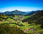 Oesterreich, Tirol, Wildschoenau: Hochtal in den Kitzbueheler Alpen bei Woergl, Ortsteil Niederau mit Hohe Salve (halb-links) | Austria, Tyrol, Wildschoenau: high valley at Kithbuehel Alps, district Niederau with summit Hohe Salve