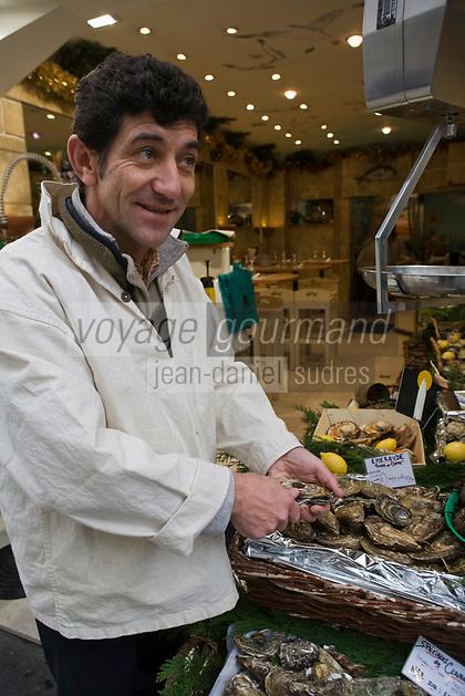 """Europe/France/Ile-de-France/75001/Paris: Jacques Godin et le Banc d'Huîtres de la poissonnerie  """"L'Ecume Saint-Honoré"""" 6, rue du marché Saint-Honoré"""