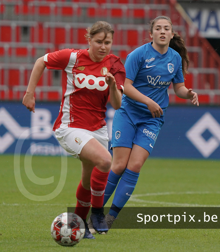 Standard's Aster Janssens (5)(with the ball) and Genk's Emily Steivers (33) in action during a female soccer game between Standard Femina de Liege and KRC Genk Ladies  on the third matchday of the 2020 - 2021 season of Belgian Womens Super League , Saturday 3 rd of October 2020  in Liege , Belgium . PHOTO SPORTPIX.BE | SPP | SEVIL OKTEM