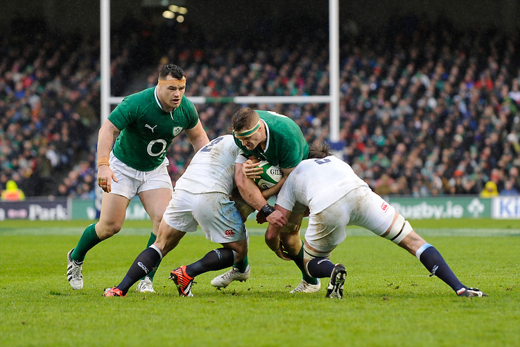 Jamie Heaslip of Ireland runs into Tom Youngs (left) and Geoff Parling of England during the RBS 6 Nations match between Ireland and England at the Aviva Stadium, Dublin on Sunday 10 February 2013 (Photo by Rob Munro)