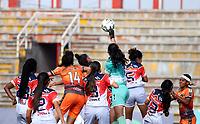 VILLAVICENCIO - COLOMBIA, 06-07-2021: Llaneros F. C vs Fortaleza CEIF durante partido de la Fase de Grupos de la fecha 6 por la Liga Femenina BetPlay DIMAYOR 2021 jugado en el estadio Bello Horizonte de la ciudad de Villavicencio. / Llaneros F. C vs Fortaleza CEIF during a match of the Group Phase the 6th date for the Women's League BetPlay DIMAYOR 2021 played at the Bello Horizonte stadium in Villavicencio city. / Photo: VizzorImage / Daniel Garzon / Cont.