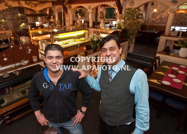 Duiven, 150109<br /> Sakis Ouzoudinis (rechts in beeld) is Ondernemer van het jaar in Duiven geworden. links zijn compagnon Panos Savvas.<br /> Foto: Sjef Prins - APA Foto