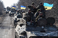 Ukraine troops pulling back heavy weapons in the east