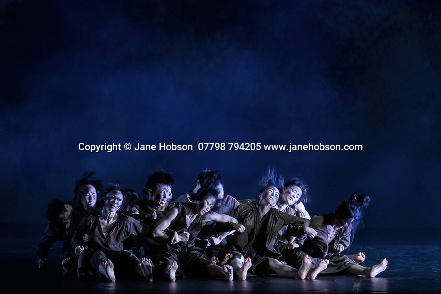 """London, UK. 26.02.2020. Cloud Gate Dance Theatre of Taiwan present the Uk premiere of """"13 Tongues"""" and """"Dust"""" at Sadler's Wells. the show runs from Wednesday 26th to Saturday 29th February. the piece shows is: Dust, choreographed by Lin Hwai-min. Photograph © Jane Hobson."""
