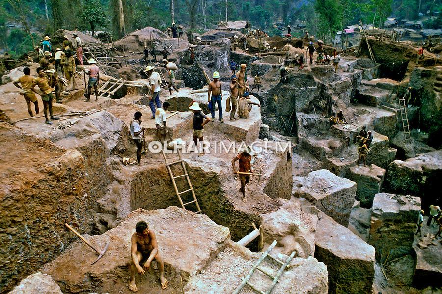 Garimpo de ouro Serra Pelada. Pará. 1980. Foto de Juca Martins.