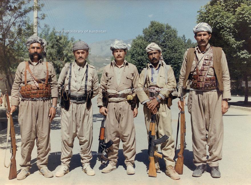 Iran 1983 .In Ouchnavieh ,on june 25th,  2nd from left, Akram Agha, next, Dowhar Assad and peshmergas.Iran 1983 .A Ouchnavieh, le 25 juin, 2eme a gauche, Akram Agha, le suivant, Dowhar Assad avec des peshmergas