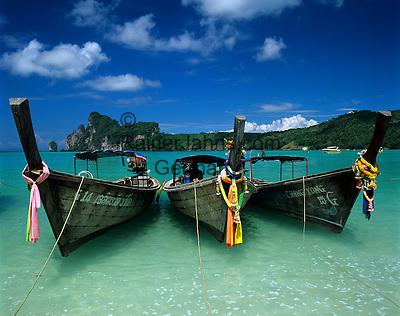 Thailand, Krabi Province, Andaman Coast, Ko Phi Phi Island, Phi Phi Don: Longtail boats | Thailand, Provinz Krabi, Andamanen Kueste, Ko Phi Phi Insel, Phi Phi Don: Longtail Boote