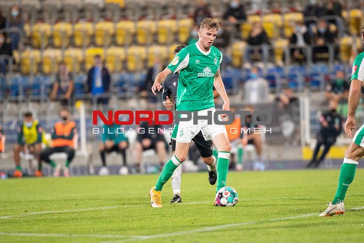 12.09.2020, Ernst-Abbe-Sportfeld, Jena, GER, DFB-Pokal, 1. Runde, FC Carl Zeiss Jena vs SV Werder Bremen<br /> <br /> <br /> Nick Woltemade (werder Bremen #41)<br /> Einzelaktion, Ganzkörper / Ganzkoerper  Querformat<br /> <br />  <br /> <br /> <br /> Foto © nordphoto / Kokenge