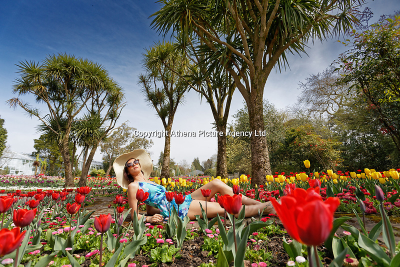 Pictured: Natasha Jenkins enjoys the sunny hot weather in Swansea, Wales, UK. Thursday 18 April 2019<br /> Re: Warm and sunny weather has been forecast for most of the country throughout the Easter Holiday Weekend.