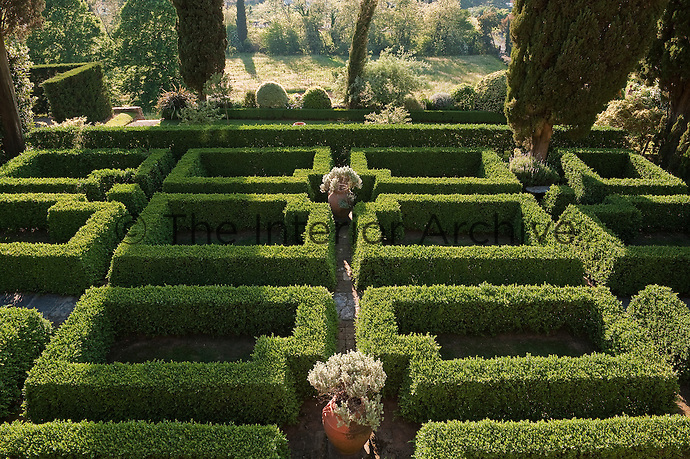 The clean green lines of the box parterre are unbroken by any additional planting