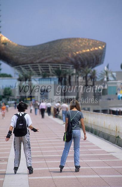 Europe/Espagne/Catalogne/Barcelone : Port Olympique -  Le poisson de l'architecte Frank O. Gehry, sculpture en forme de poisson baptisée le Peix, // Europe/Spain, Catalogne/Barcelone: Barcelona Fish, Barcelona's fish sculpture, known as Peix in Catalan,sculpture by the architect Frank O. Gehry
