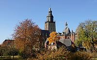 Nederland  Zutphen-  2020.   Sint Walburgiskerk in Zutphen. Op de voorgrond de boomgaard.   Foto : ANP/ HH / Berlinda van Dam