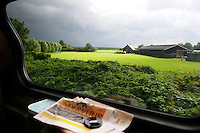 Nederland, Westfriesland, 13 Augustus, 2008<br /> <br /> In de trein naar Hoorn met de gratis krant de Pers.<br /> <br /> In the train to Hoorn with the free newspaper de Pers.<br /> <br /> Photo Kees Metselaar/Hollandse Hoogte