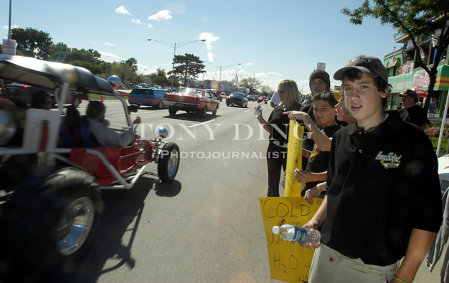 13 year old Brandon Lubin sells bottled water to cruisers with his Hazel Park, Mich. hockey team along Woodward Ave., during the 10th Anniversary Woodward Dream Cruise, on Saturday, August 21, 2004, in Royal Oak, Mich. (Photo by TONY DING).