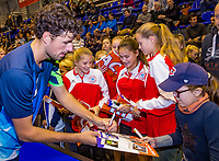 Rotterdam, Netherlands, December 17, 2017, Topsportcentrum, Ned. Loterij NK Tennis, Final man's single: Robin Haase (NED) signing autographs<br /> Photo: Tennisimages/Henk Koster