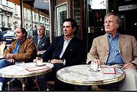 Prod DB © David Koskas - Films Alain Sarde / DR<br /> LES ACTEURS de Bertrand Blier 2000 FRA.<br /> avec Jacques Villeret, Andre Dussolier, Sami Frey et Claude Rich<br /> terrasse de cafe, mater