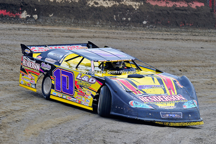 Feb 11, 2011; 11:26:35 AM; Gibsonton, FL., USA; The Lucas Oil Dirt Late Model Racing Series running The 35th annual Dart WinterNationals at East Bay Raceway Park.  Mandatory Credit: (thesportswire.net)