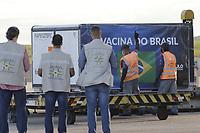 Campinas (SP), 24/12/2020 - Vacina/Covid-19 - O quarto lote de imunizantes da Covid-19 chegaram nesta manha de quinta-feira (24) no Aeroporto Internacional de Viracopos, em Campinas (SP). Sao insumos para que o Instituto Butantan assegure mais 5,5 milhoes de doses da vacina contra o coronavirus.<br />O novo carregamento e formado por 2,1 milhoes de doses ja prontas para aplicacao e mais 2,1 mil litros de insumos, correspondentes a 3,4 milhoes de doses. (Foto: Denny Cesare/Codigo 19/Codigo 19)