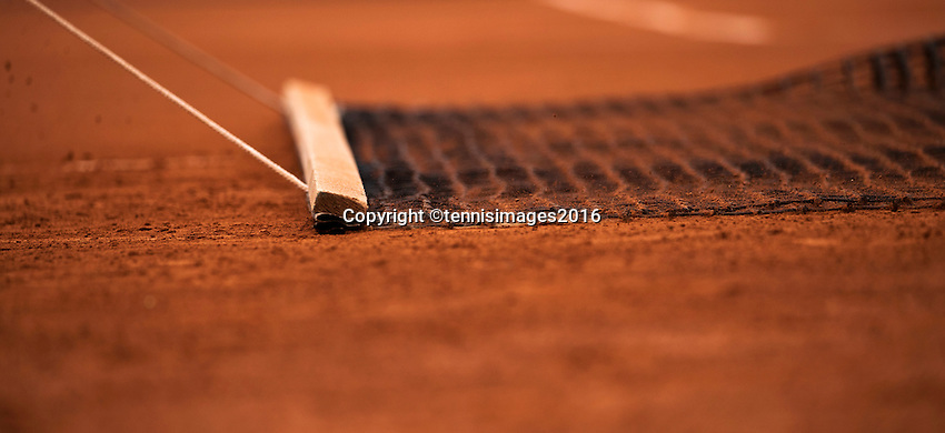 Paris, France, 22 June, 2016, Tennis, Roland Garros, court attendance sweeping the claycourt<br /> Photo: Henk Koster/tennisimages.com