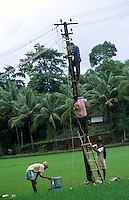 INDIA, Karnataka, grid construction in village, rural electrification / INDIEN, Anschluss eines Dorfes an das Stromnetz