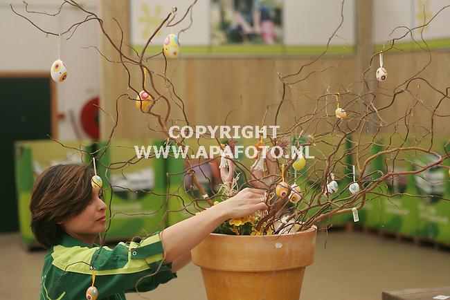 Arnhem, 290307<br />Paasversiering bij Intratuin.<br />Foto: Sjef Prins - APA Foto