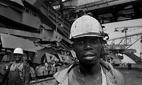 Senftenberg / DDR - dic.1989.Operaio mozambicano al lavoro nella miniera di lignite a cielo aperto..Durante gli anni del regime comunista, la DDR dava asilo a migliaia di operai provenienti da altri Paesi comunisti. Dopo la riunificazione della Germania molti di loro vennero forzatamente rimpatriati..Foto Livio Senigalliesi..Senftenberg / DDR - dec.1989.Mozambican working in lignite oper-cast mine 'Kollektiv F60'..During the years of the communist regime, the GDR gave refuge to thousands of workers from other Communist countries. After the reunification of Germany, many of them were forcibly repatriated..Photo Livio Senigalliesi.