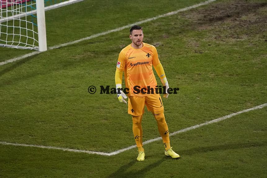 Torwart Marcel Schuhen (SV Darmstadt 98)<br /> <br /> - 26.02.2021 Fussball 2. Bundesliga, Saison 20/21, Spieltag 23, SV Darmstadt 98 - Karlsruher SC, Stadion am Boellenfalltor, emonline, emspor, <br /> <br /> Foto: Marc Schueler/Sportpics.de<br /> Nur für journalistische Zwecke. Only for editorial use. (DFL/DFB REGULATIONS PROHIBIT ANY USE OF PHOTOGRAPHS as IMAGE SEQUENCES and/or QUASI-VIDEO)