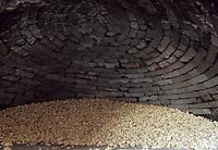 Europe/France/Corse/2A/Corse-du-Sud/Cuttoli-Corticchiato: Mr Pierlovisi castanéiculteur a mis ses chataignes a sécher dans le four avant de préparer la farine de chataignes