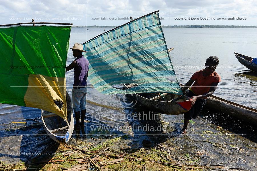 MADAGASCAR Mananjary, village ANILAVINARY at canal des Pangalanes, fishing boat / MADAGASKAR, Region Mananjary, Fischerdorf ANILAVINARY