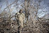 """Dima, Soldat der ukrainischen Nationalgarde aus Donezk, Checkpoint bei Swetlodarsk, 45 Jahre: """"Ich habe mein ganzes Leben in Donezk verbracht. Ich war selbstständig, aber als der Krieg kam, habe ich nicht gezögert, meine Heimat zu verteidigen. Wer, wenn nicht ich?"""""""