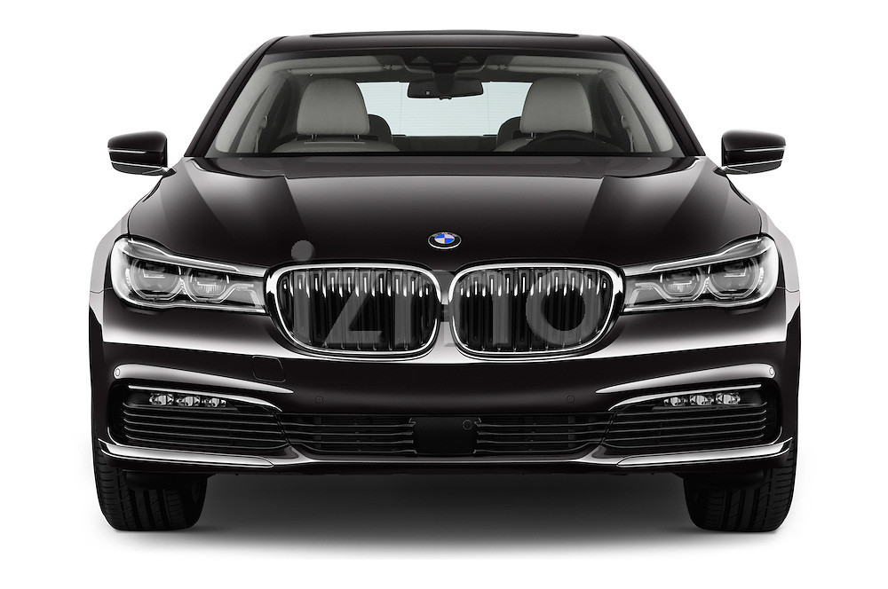 Car photography straight front view of a 2016 BMW 7-Reeks-Berline 4 Door Sedan Front View