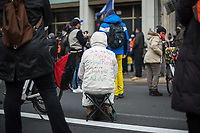 Ca. 70 Menschen protestierten am Mittwoch den 2. Dezember 2020 in Berlin vor Medienhaeusern gegen die ihrer Meinung nach, unausgewogene Berichterstattung ueber die Proteste von Coronaleugnern und forderten, dass sie und als Coronaleugner bekannte Aerzte als Experten in Talkshows eingeladen werden.<br /> Im Bild: Eine Demonstrantin hat sich auf ihre Jacke Parolen geschrieben.<br /> 2.12.2020, Berlin<br /> Copyright: Christian-Ditsch.de