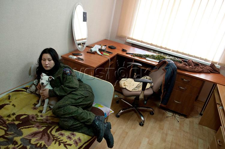 Tanya, Scharfschuetzin der pro-russischen Separatisten, Portrait, Donezk, Ukraine, 10.2014,  19-years old female sniper of the DNR (Donetsk People's Republic) Army with her dog at her room at the impovised DNR military base o the suburb of Donetsk. ***HIGHRES AUF ANFRAGE*** ***VOE NUR NACH RUECKSPRACHE***