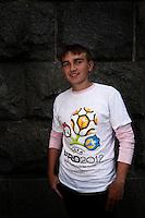 UKRAINE, Kiev, 2/06/2012.Portraits de supporters de football Ukrainiens portant des maillots de l'Euro 2012 dans le centre de Kiev quelques jours avant le coup d'envoi de l'Euro 2012 de Football co-organisé par l'Ukraine et la Pologne..UKRAINE, Kiev, 2012/06/2..Portraits of Ukrainian football fans wearing T-shirts of Euro 2012 in the center of Kiev few days before the kickoff of the Euro 2012 Football co-hosted by Ukraine and Poland..© Pierre Marsaut / Est&Ost Photography